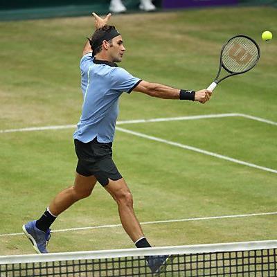 Es ist zweifelsfrei sein Turnier: Federer steht wieder im Halle-Finale