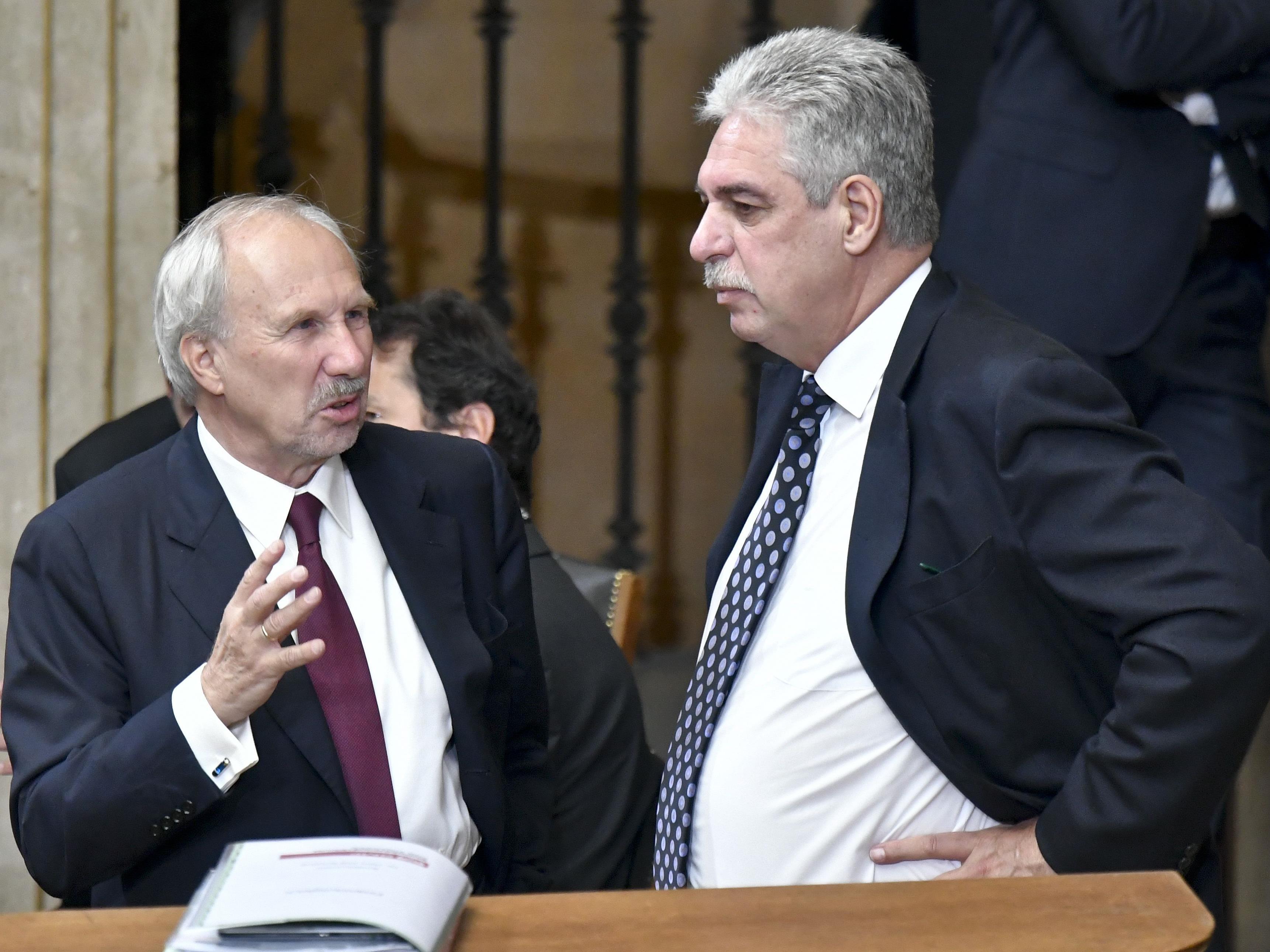 Finanzminister und Österreichs Nationalbankchef vor Ort zu Besuch.