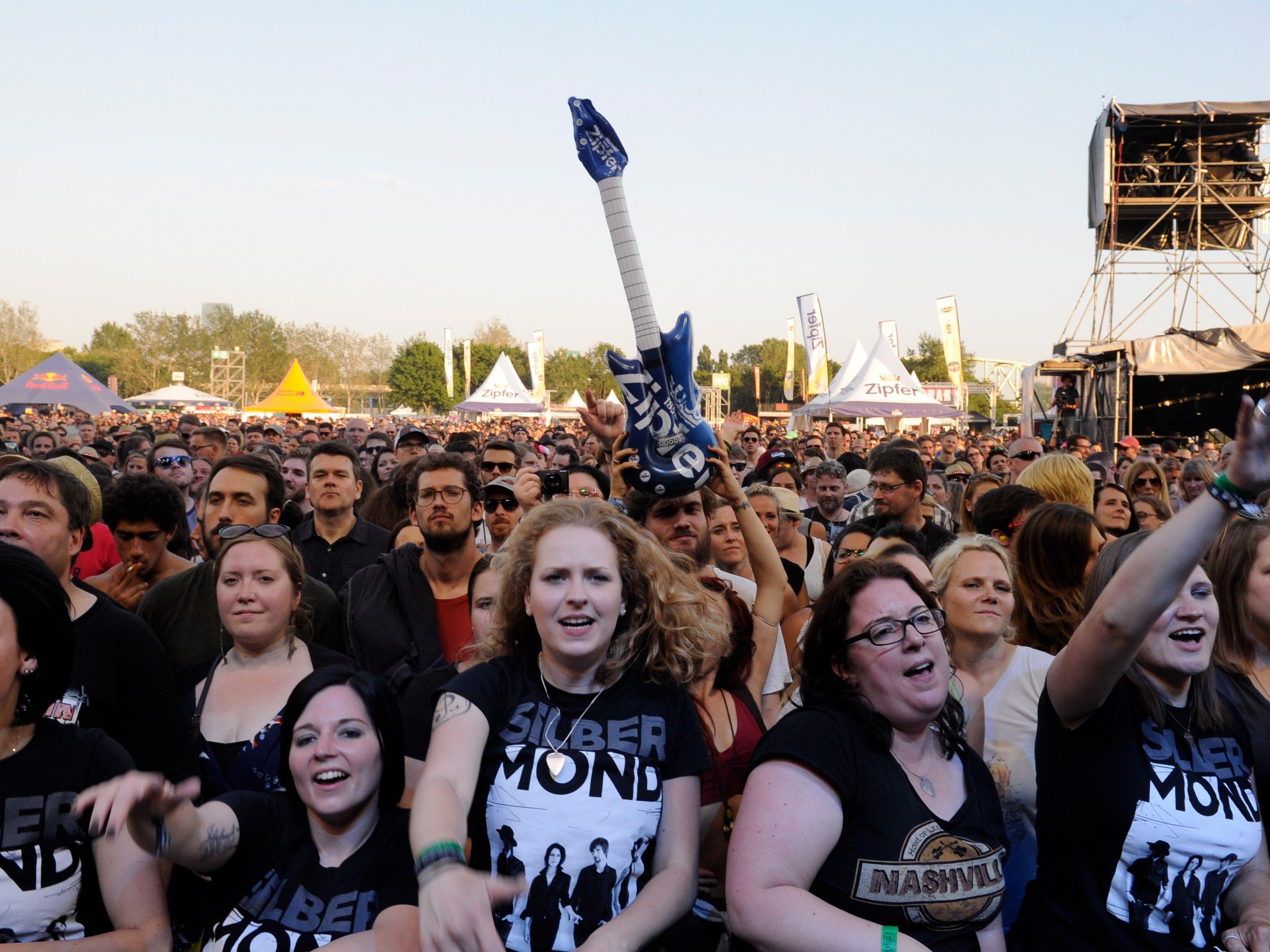 Rock in Vienna-Besucher beim Auftritt von Silbermond am Samstag