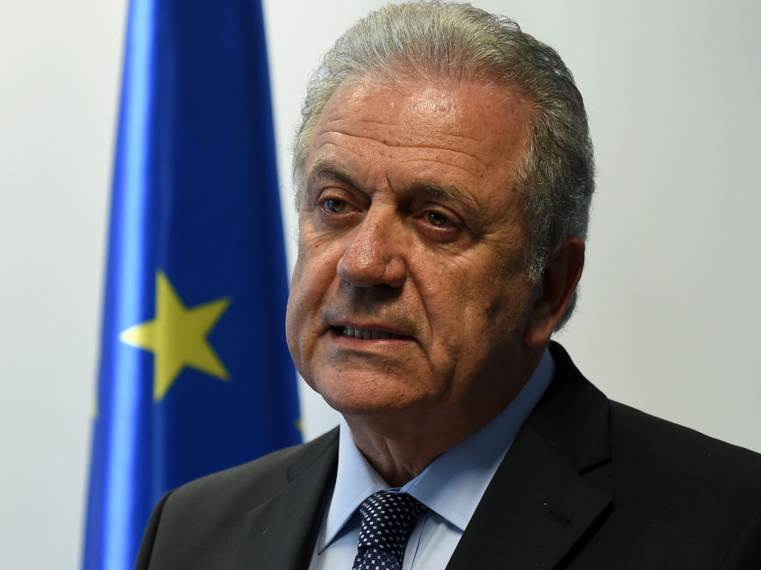 EU-Migrationskommissar Dimitris Avramopoulos wies die Forderungen von Außenminister Sebastian Kurz (ÖVP) indirekt zurück.