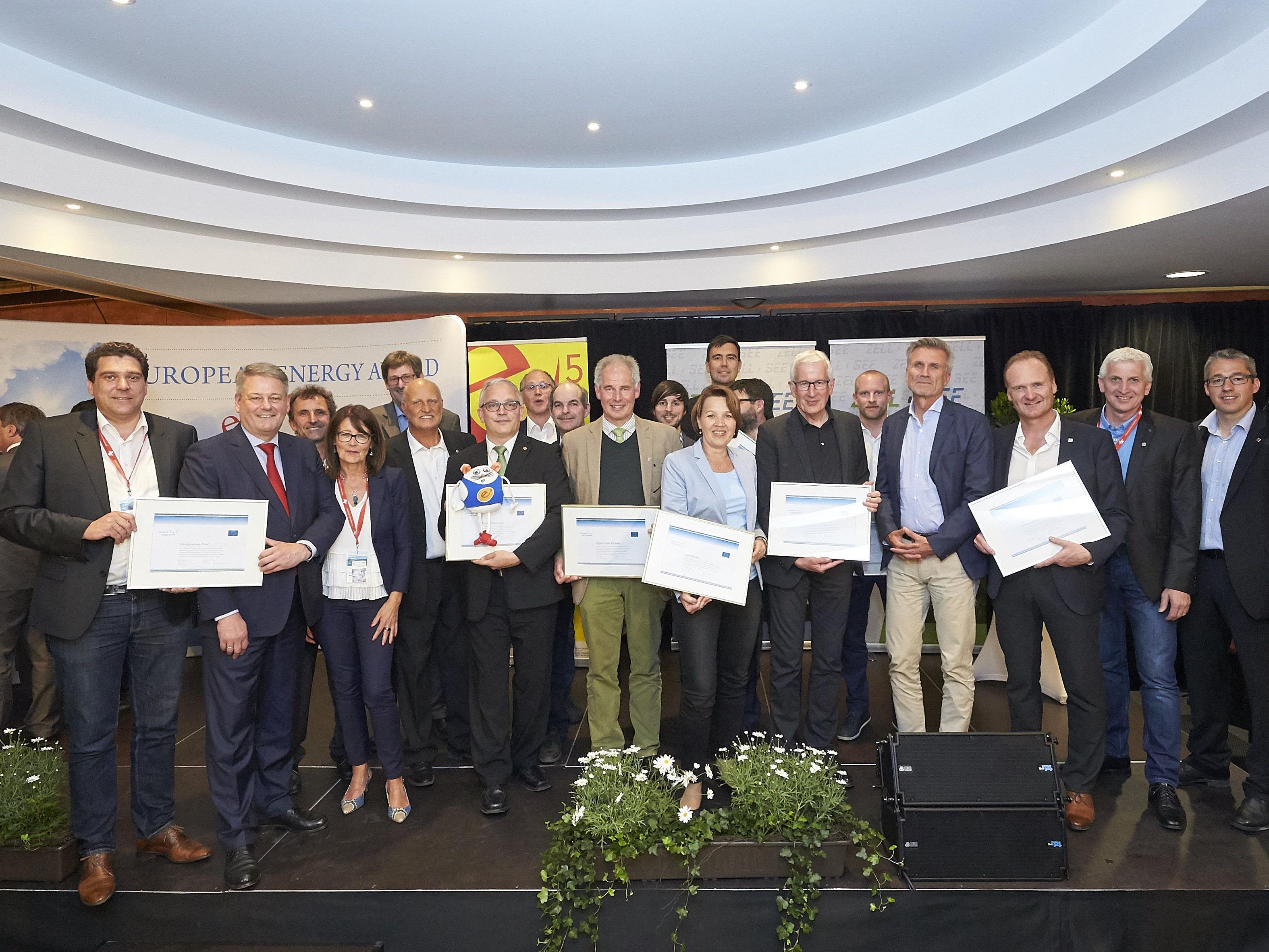 Die Vertreter der ausgezeichneten Vorarlberger Gemeinden mit Minister Andrä Rupprechter.