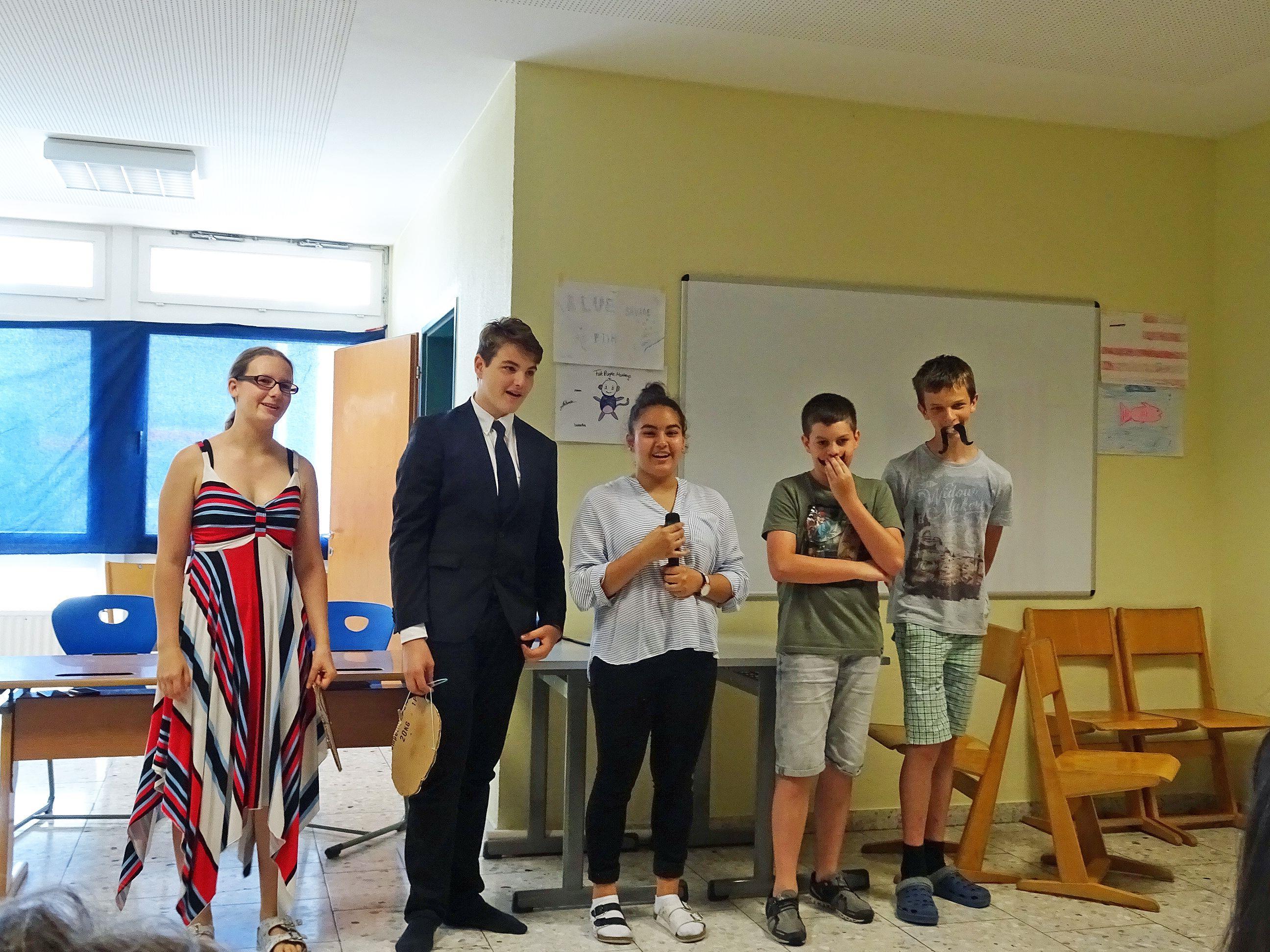 Bei der Projektvorstellung präsentierten die Schüler kleine Sketches auf Englisch.
