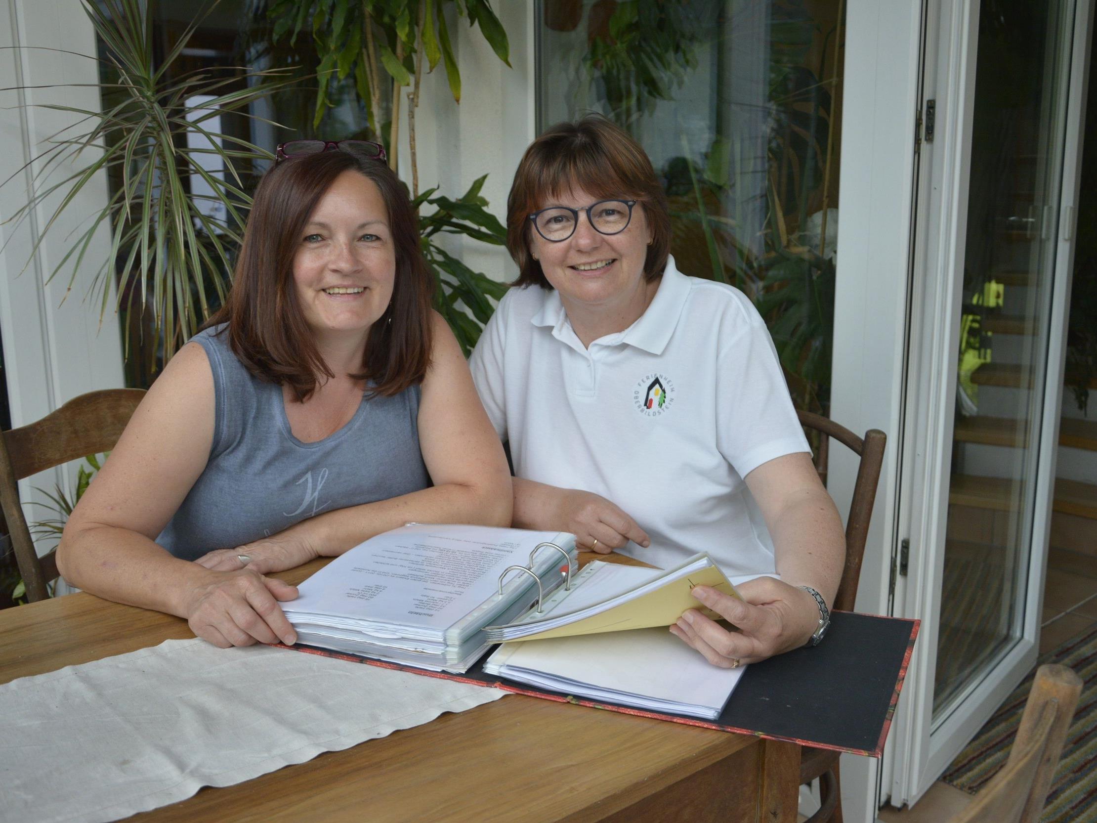 Sabine Spieß (links) ist schon lange im Küchenteam dabei. Ulrike Grabher ist  Heimleiterin, immer im dritten Turnus.