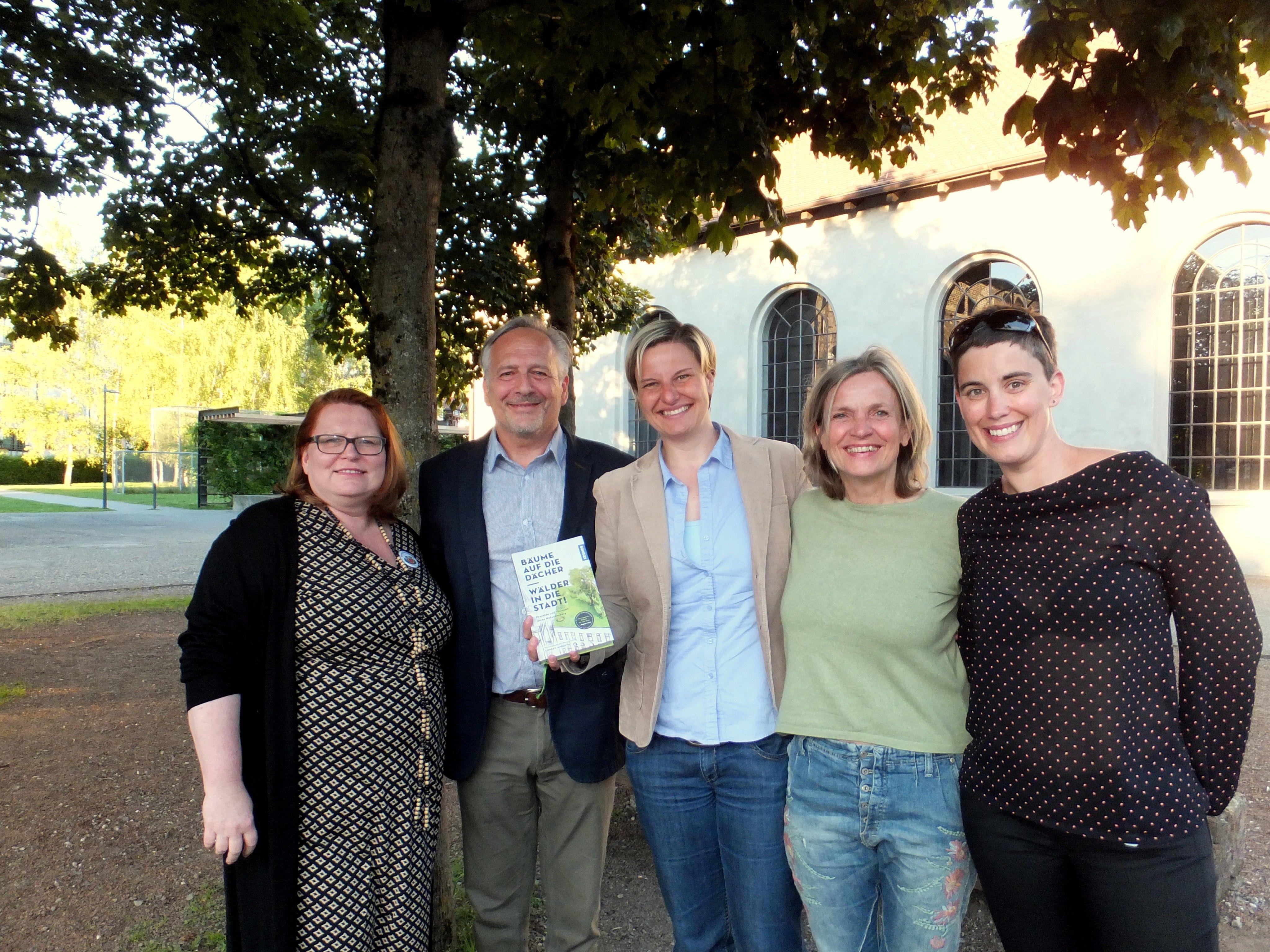 Susanne Hagspiel (Öko-Profit) mit Buchautor Conrad Amber, Ruth Swoboda (inatura), Christiane Machold (Naturvielfalt in den Gemeinden) und JuliaWeger (Öko-Profit)