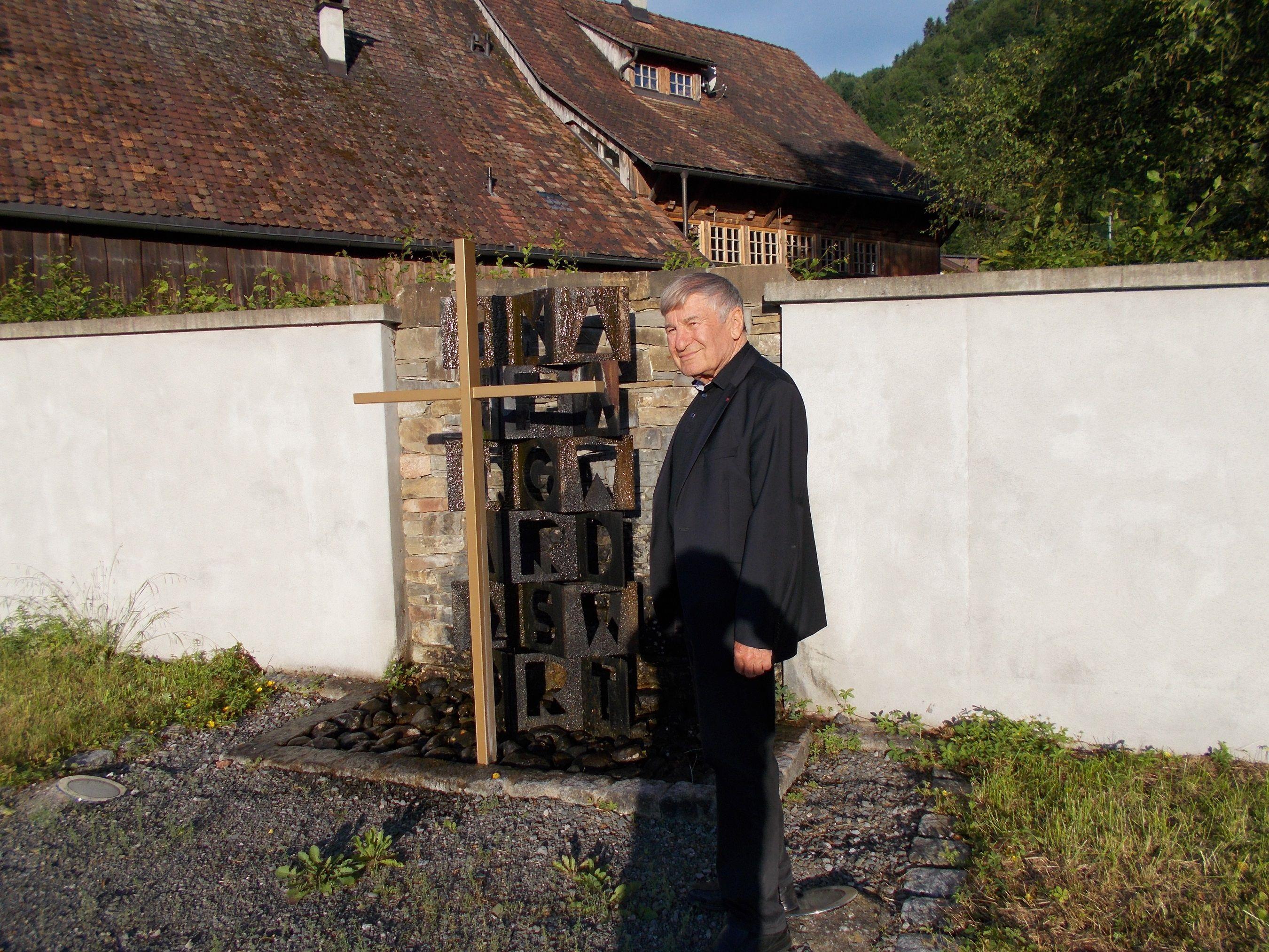 Kenntnisreich führte Prof. Gerhard Winkler durch die Pfarr-und Wallfahrtskirche in Haselstauden