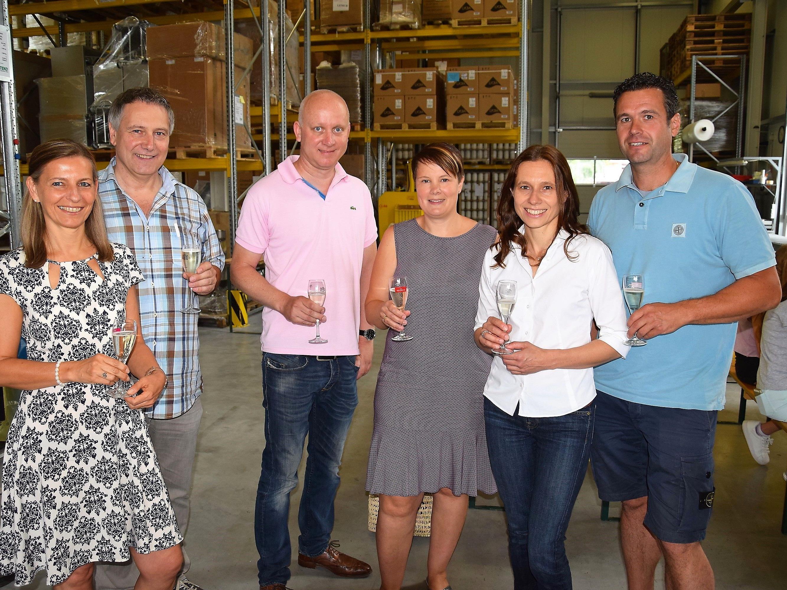 Feierliche Geschäftseröffnung: v.l. Birgit und Martin Holzer, Christian und Vera Rösch, Nicole und Herwig Schneider