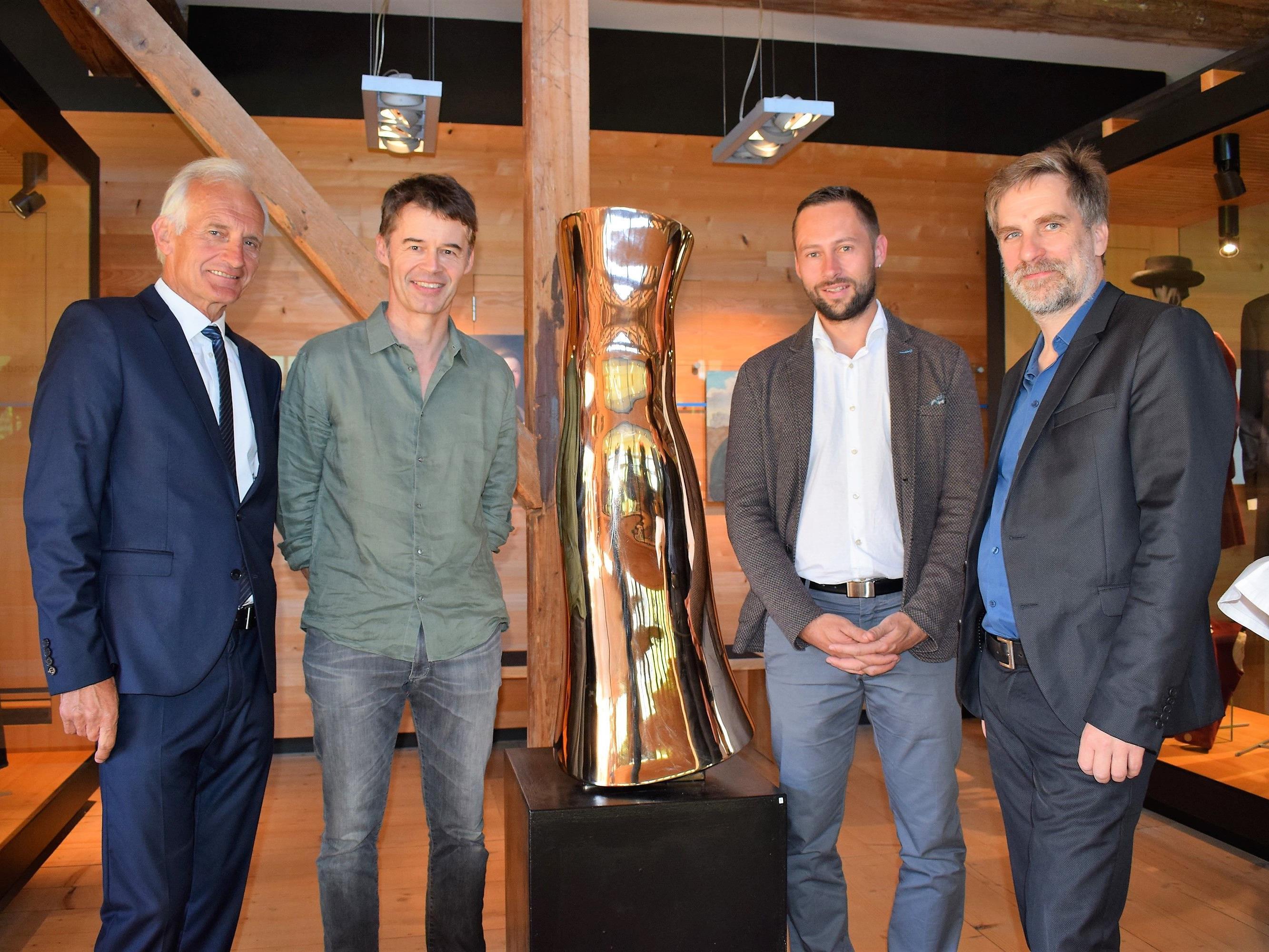 Obmann Herbert Dorn, Künstler Albrecht Zauner, Bgm. Ulrich Schmelzenbach und Dr. Winfried Nußbaummüller.