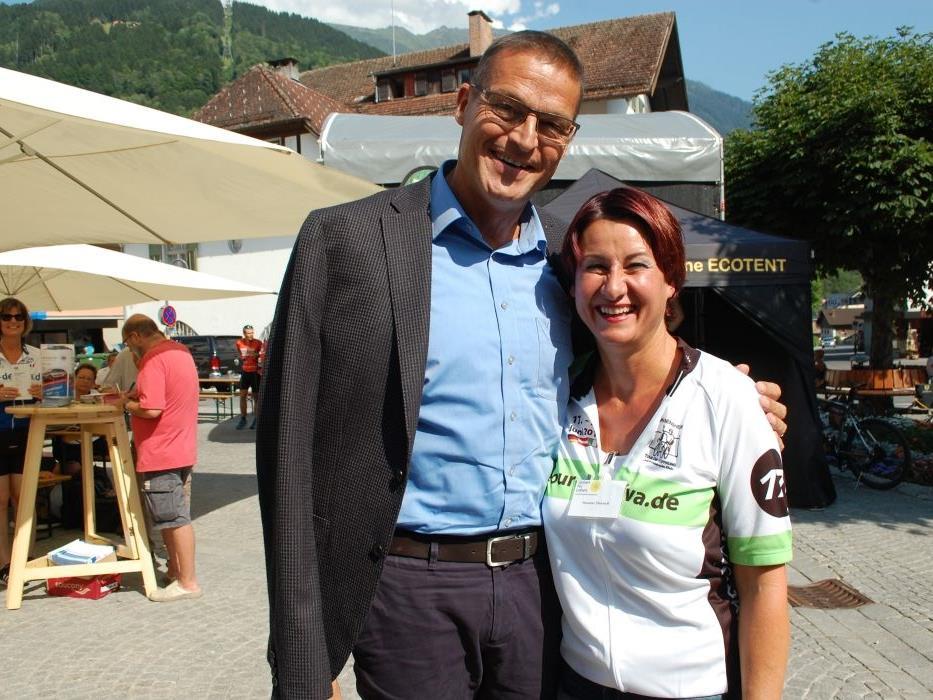 Auch Gesundheitslandesrat Christian Bernhard gratulierte Obfrau Susanne Marosch für dieses Engagement.