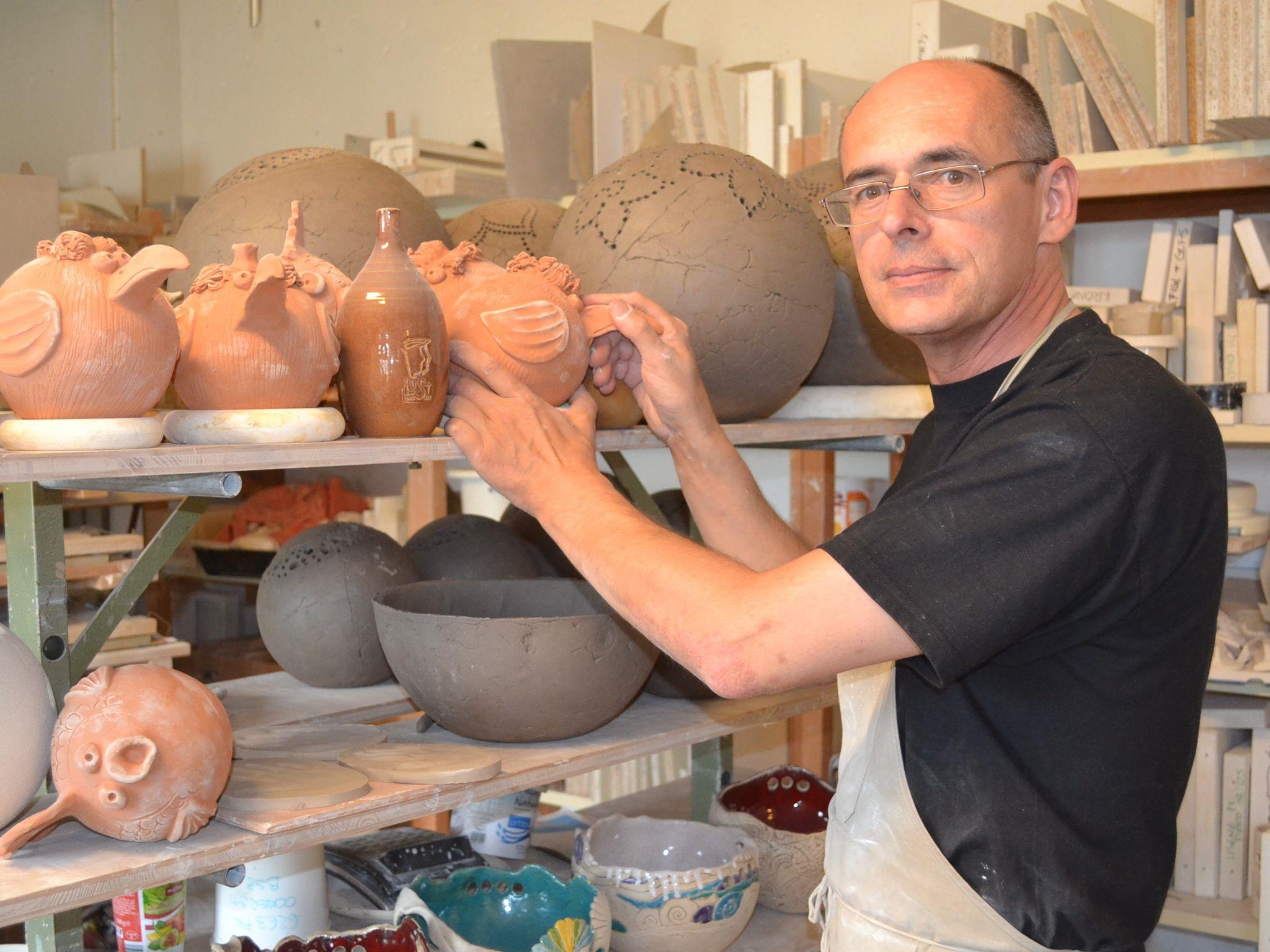 """Keramik-Künstler Michael Hummer: """"Wenn die Arbeit gleichzeitig auch Hobby ist, gehen die Ideen nie aus."""""""