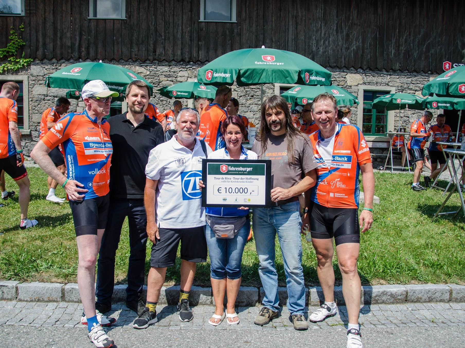 """10.000 Euro wurden dem Verein """"Geben für Leben"""" gespendet"""