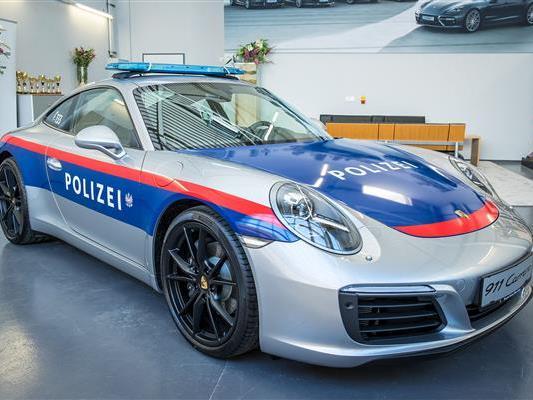 Die Polizei hat ab sofort Dienstfahrzeuge von Porsche zur Verfügung.