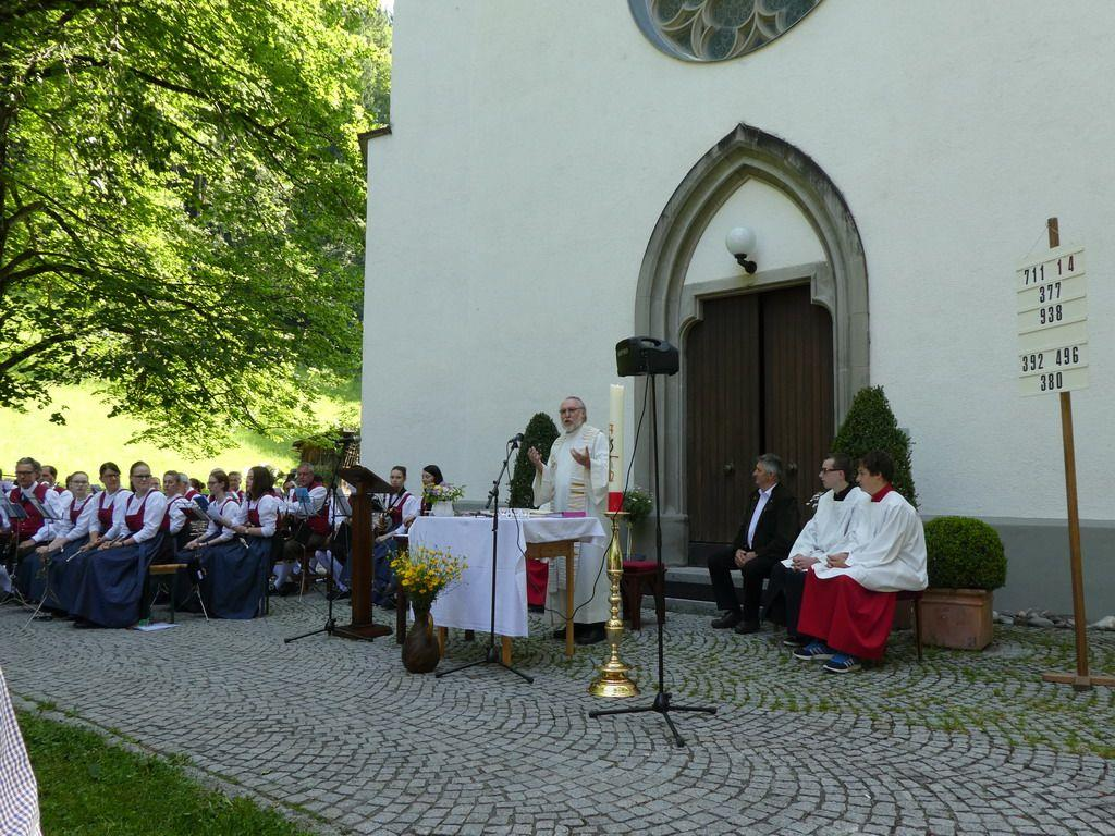 P. Pepp Steinmetz zelebriert den Fronleichnamsgottesdienst