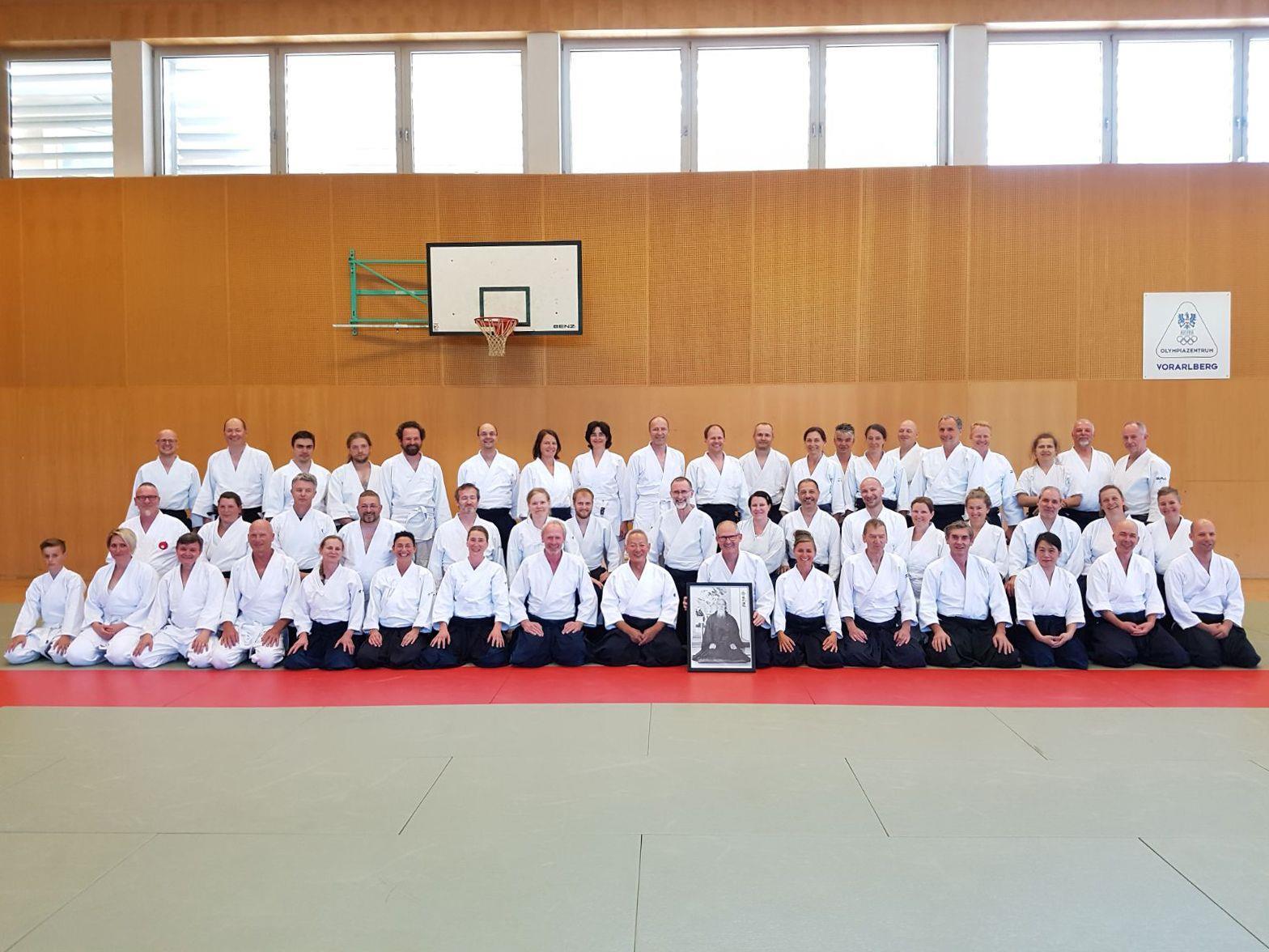 Gruppenbild mit den Teilnehmern des 24. International Aikido-Seminar mit Endo Seishiro Shihan, 8. Dan