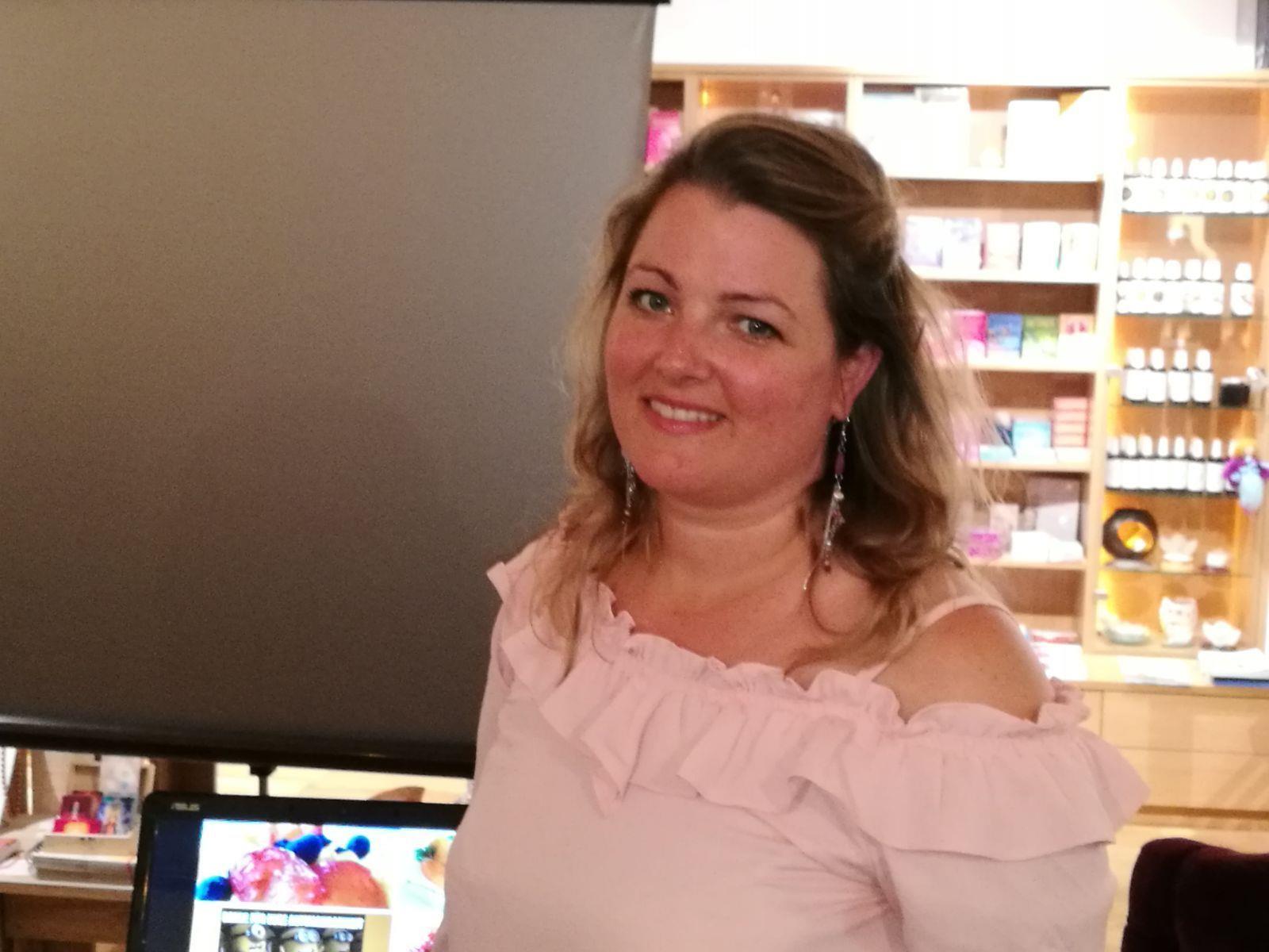 Frau Dr. Katja Barlas