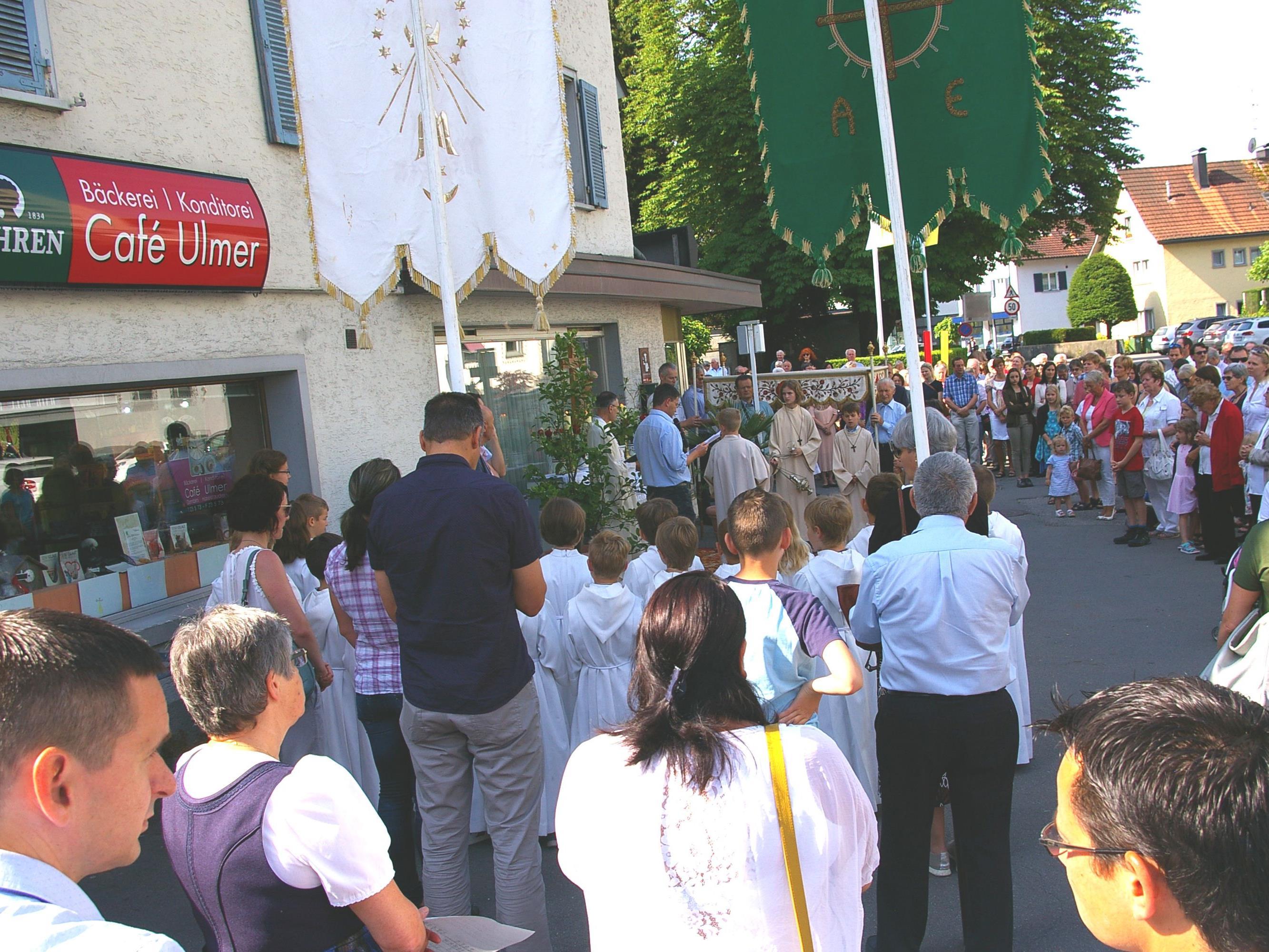 Jedes Jahr ein wichtiges Ritual in Haselstauden - die Fronleichnamsprozession mit Ausklang im Café Ulmer.