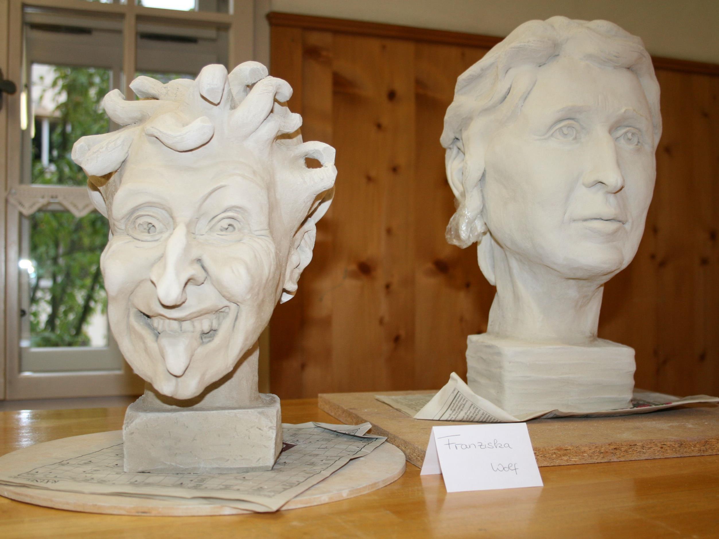 In den letzten Keramiktagen entstanden Porträtstudien aus Ton.