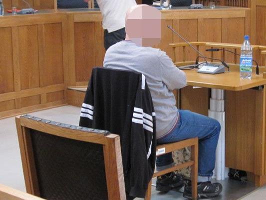 Gericht ist der Meinung, dass 61-Jähriger auf Grund seiner Gefährlichkeit eingewiesen werden muss.