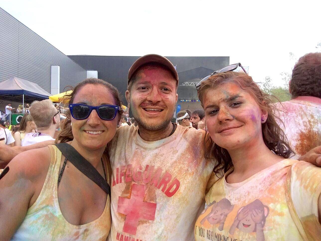 Die drei Feldkircher Edith, Paul und Steffi hatten viel Spaß beim Holi Flash 2017 in Dornbirn.