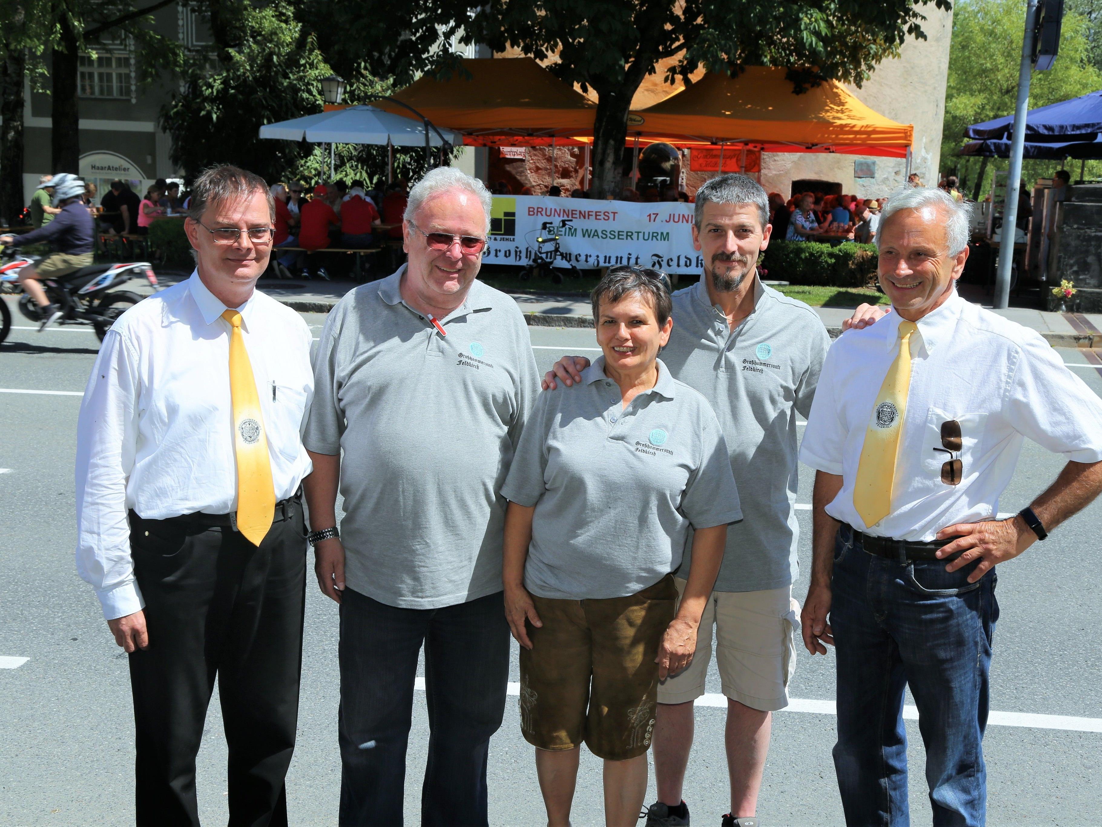 Zunftmitglieder Wolfgang Gohm, Herbert Fertl, Janette Klotz, Florian Stadelbauer und Kerzenmeister Herbert Scheuch (v. l.).