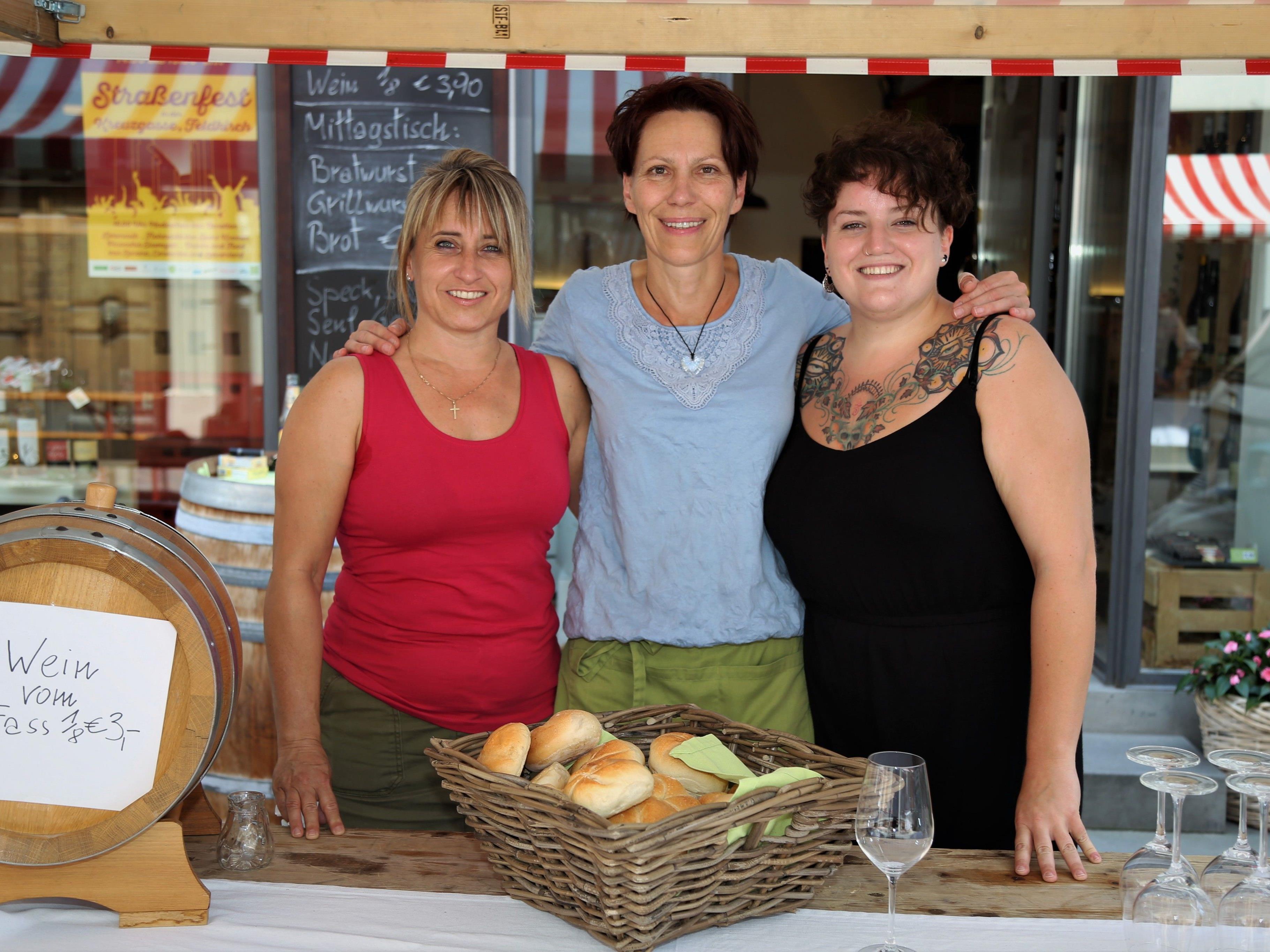 Viele Leckereien bot wieder das Zehnerland-Trio Manuela Lercher-Lueger, Tanja Prünster und Patricia Mathei (v. l.).