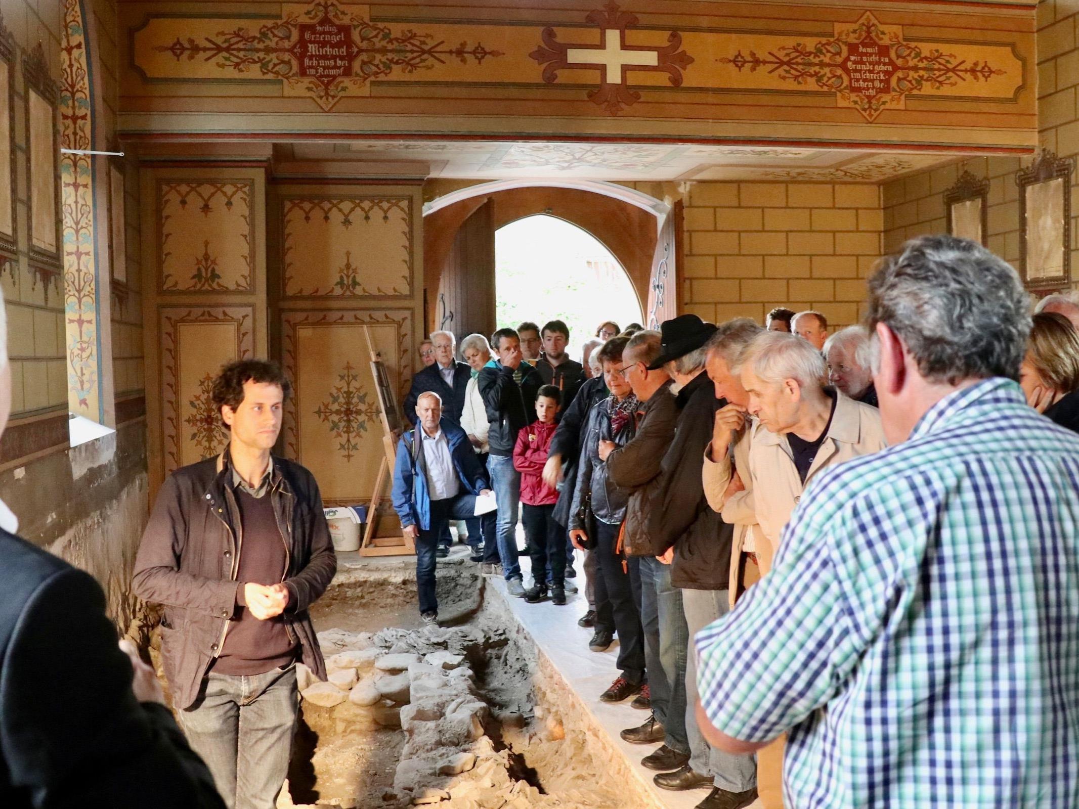 Groß war der Andrang bei der interessanten Besichtigung der Funde und archäologischen Grabungen in der St. Michale-Kirche.