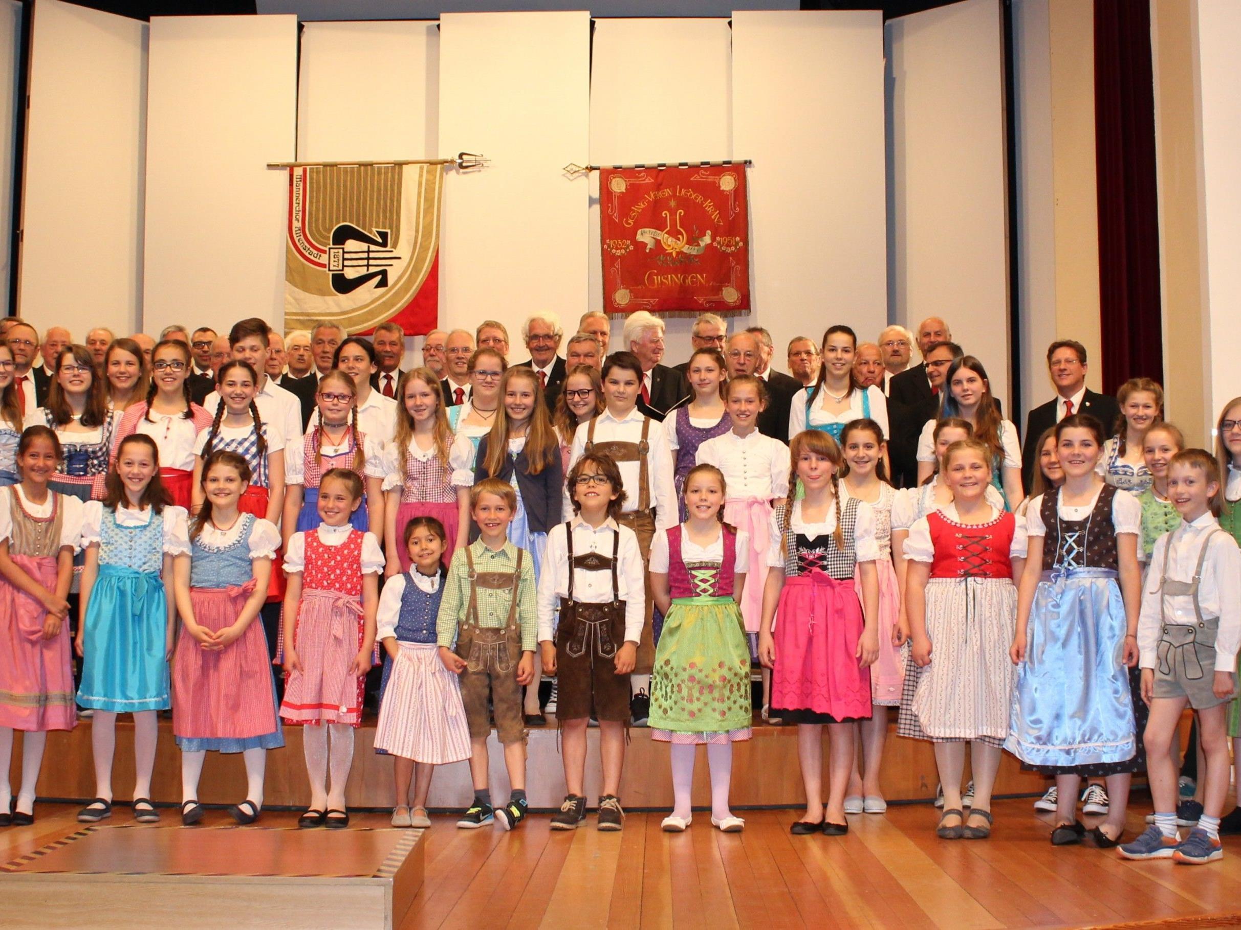 Der Liederkranz Feldkirch mit dem Landeskindeskinderchor beim Jubikäumskonzert