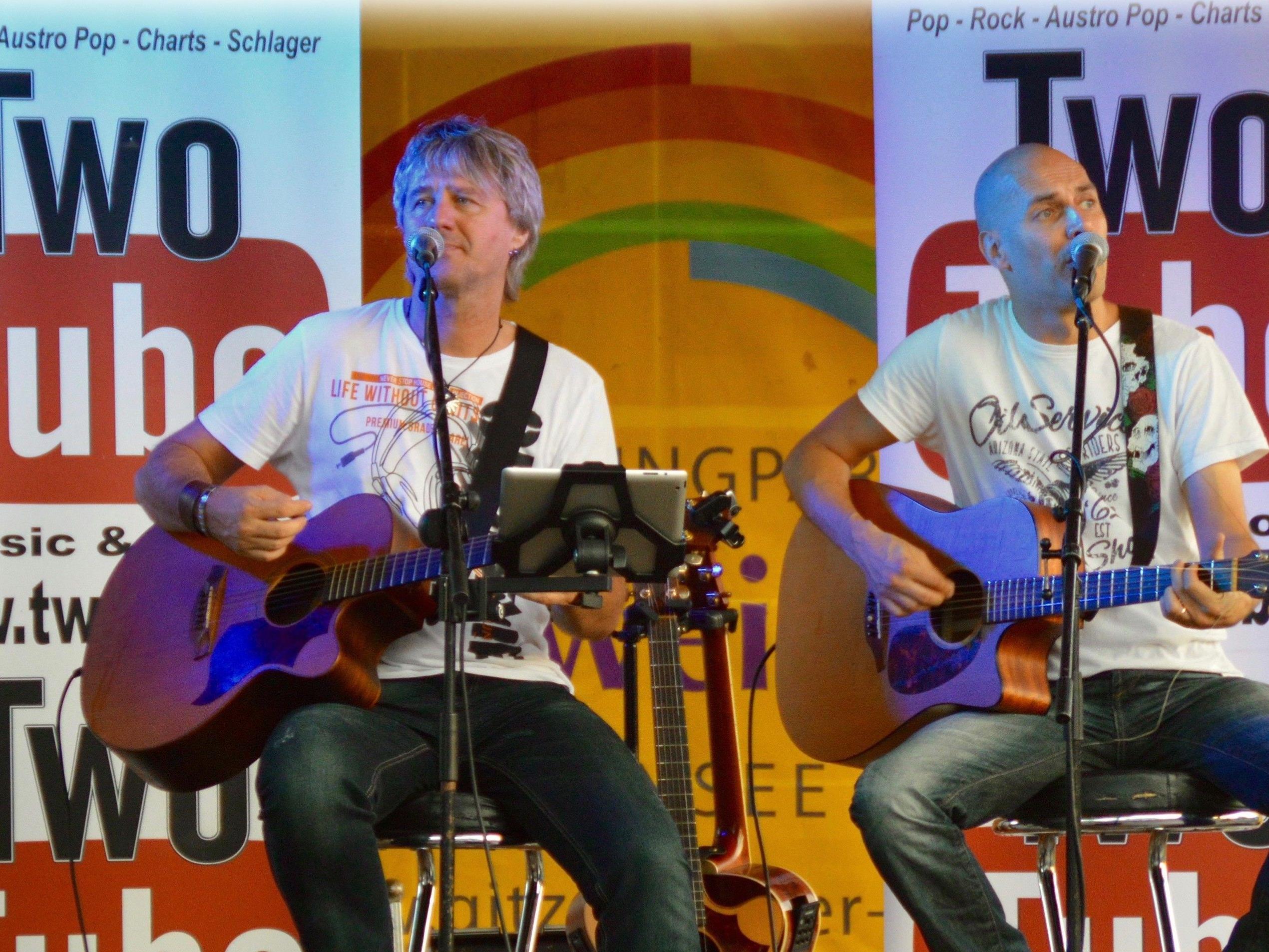 """Terrassen-Zeit für Bodenseefans im """"Treff am See"""" im Lochauer Strandbad mit """"Two Tube – Music & More"""" live."""