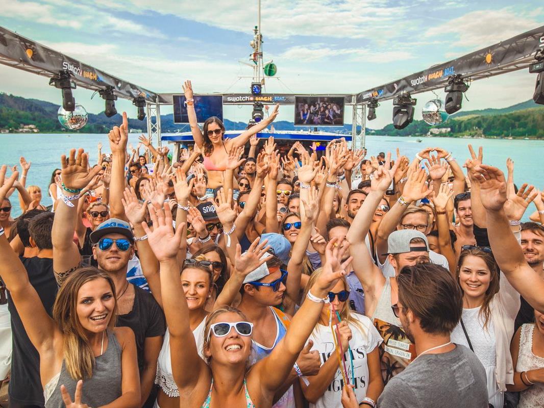 Party-On auf der neuen Donau:: Das Swatch Beach Boat legt die Leinen los