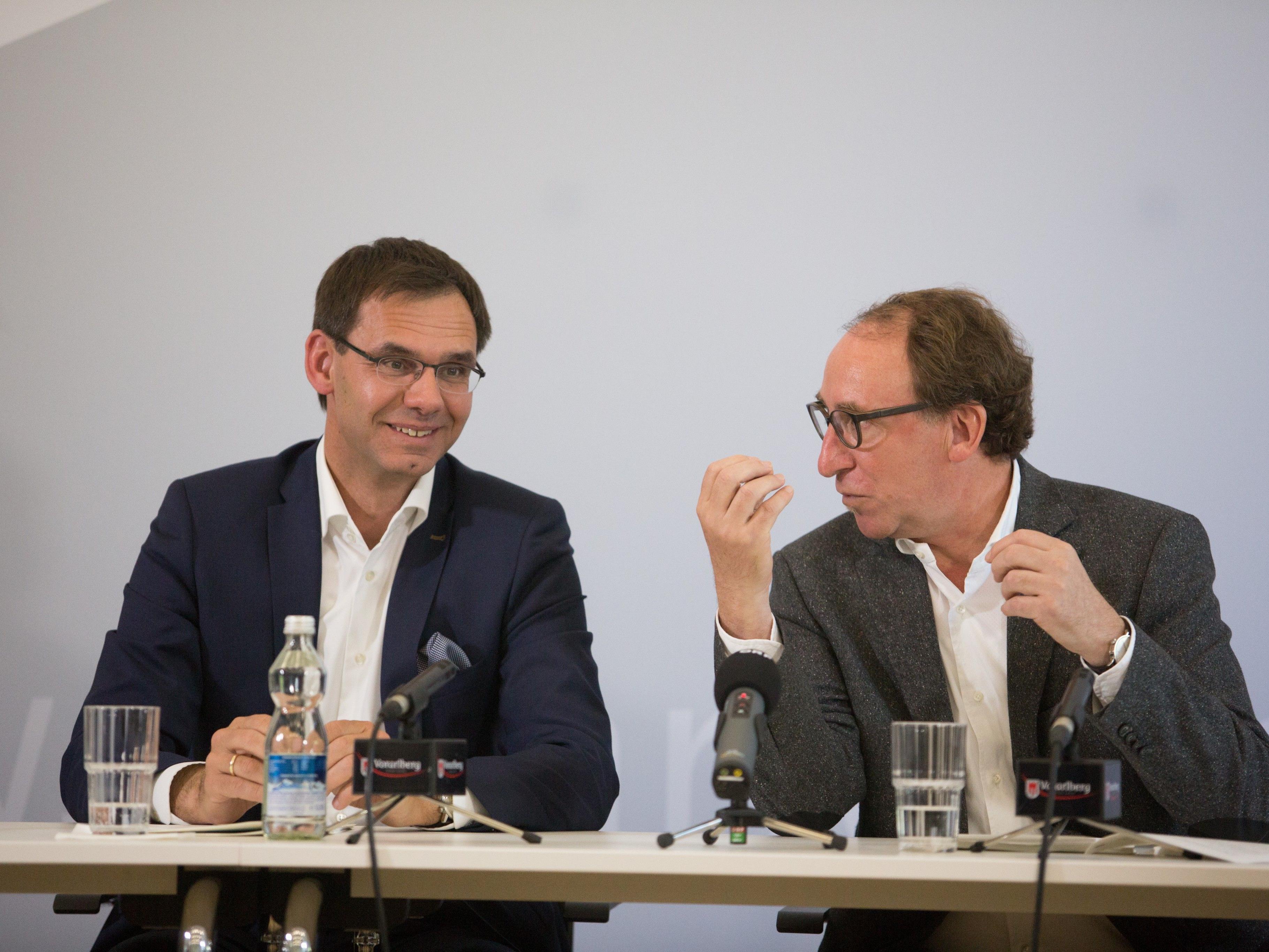 Die Vorarlberger Landesregierung um Markus Wallner (ÖVP) und Johannes Rauch (Grüne) hat den Rechnungsabschluss 2016 präsentiert.