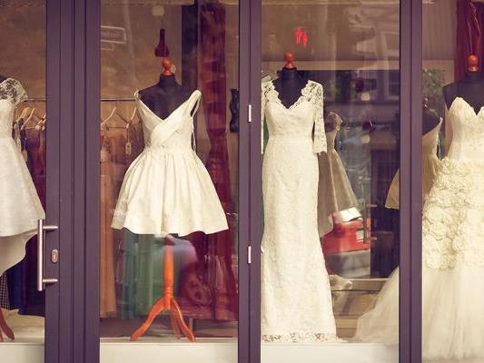 Viele Frauen kaufen ihr Brautkleid gebraucht.