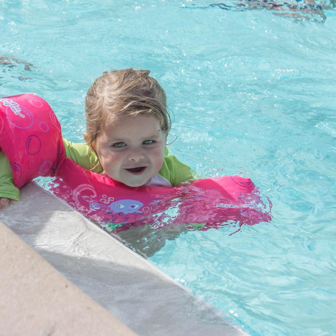 Ertrinkungsgefahr: Schwimmflügel sind kein Ersatz für die Achtsamkeit der Eltern