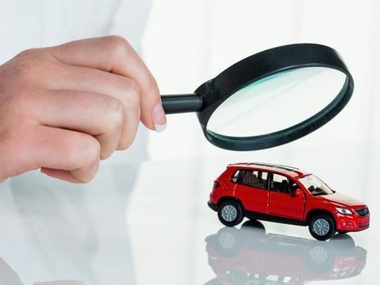 Vor der Fahrt in den Urlaub empfiehlt sich ein Rundum-Check des Autos.
