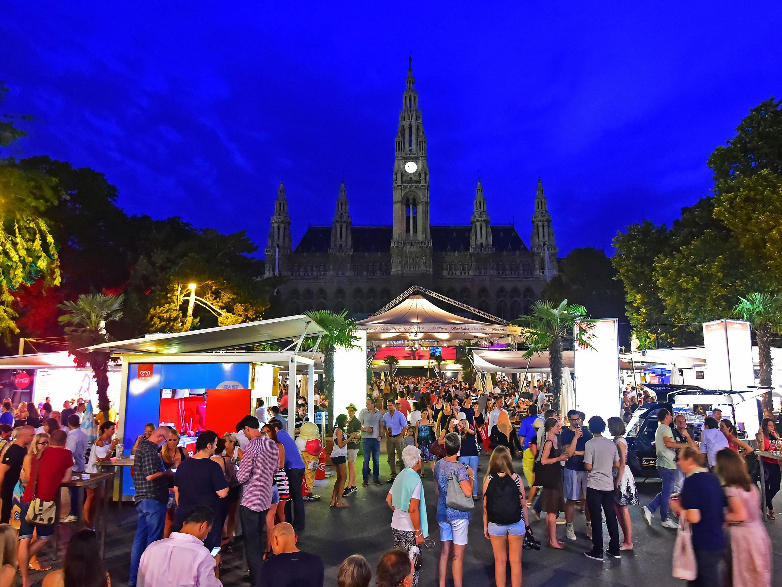 Kulinarik und Kultur beim Filmfestival Rathausplatz.