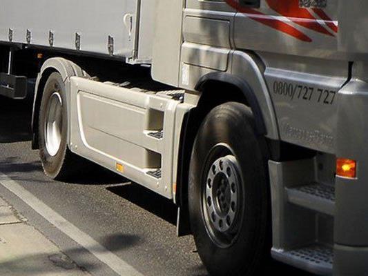 Ein Lkw-Lenker beging Fahrerflucht