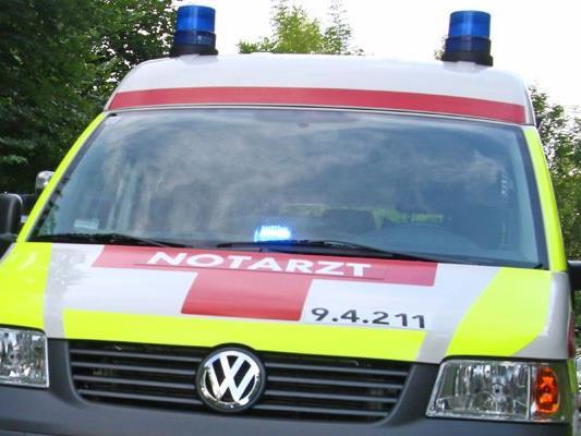 Ein Mann musste in Rankweil nach einem Arbeitsunfall von der Rettung versorgt werden.