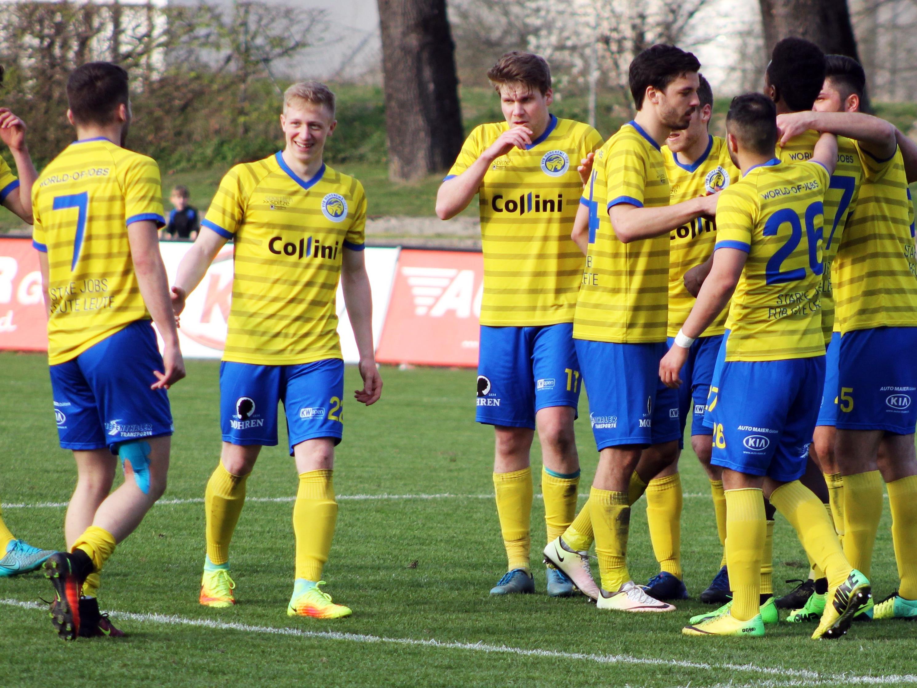 Stolz auf die grandiose Rückrunde: Die VfB-Spieler hier nach dem Spiel gegen St. Johann.