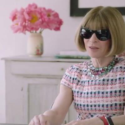 """""""Wintour is coming"""": Vogue-Chefredakteurin Anna Wintour hat mit Comedian Amy Schumer den Job getauscht."""
