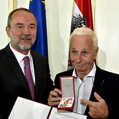 Kulturminister Drozda überreichte Eberhartinger die Auszeichnung