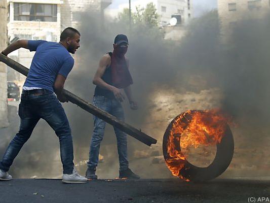 Die Personen sollen an Gewaltprotesten teilgenommen zu haben