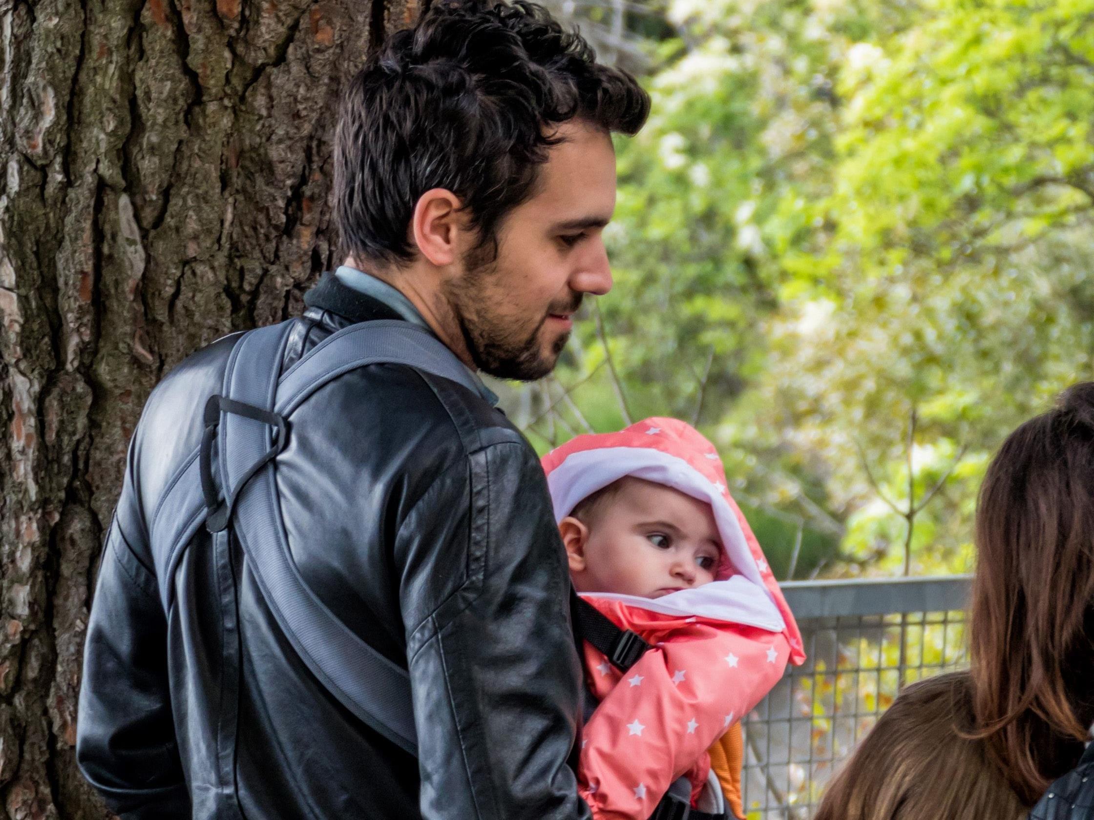 Immer mehr Väter wollen frei, um sich um ihre Kinder zu kümmern.
