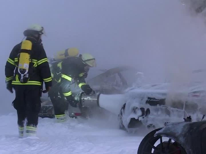 Im Porsche-Zentrum in Hamburg kam es zu einem Brand.