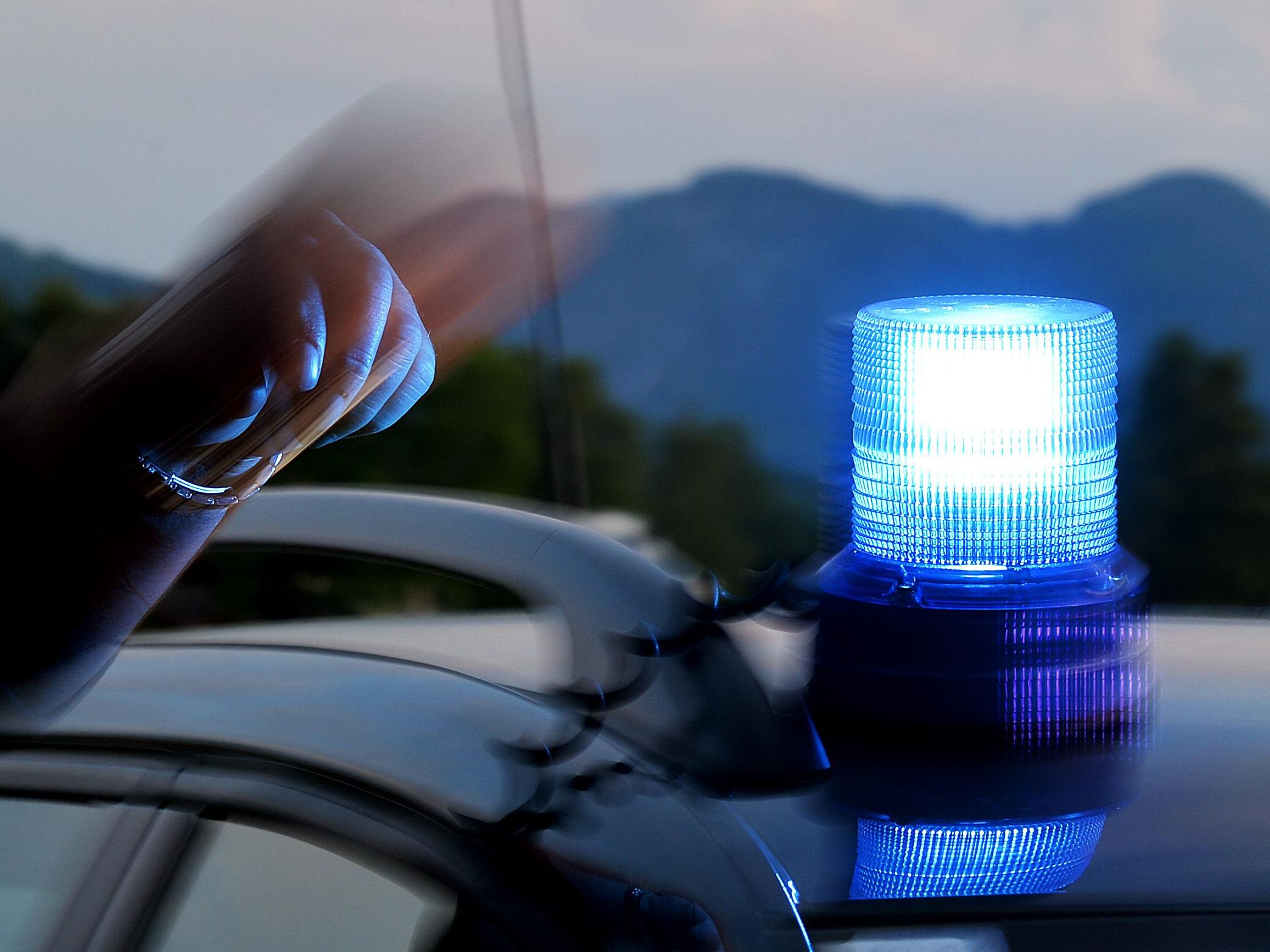 Die Polizei sucht nach einem Unfall mit Fahrerflucht nach Zeugen.