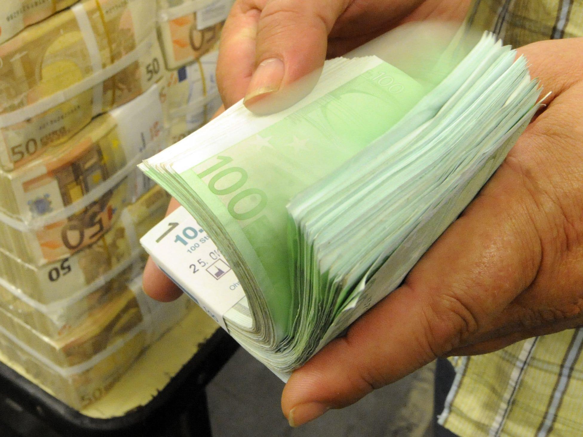 Umsatz-, Mineralöl- und Körperschaftsteuer legen zu - Ausgaben wachsen schwächer als Einnahmen.