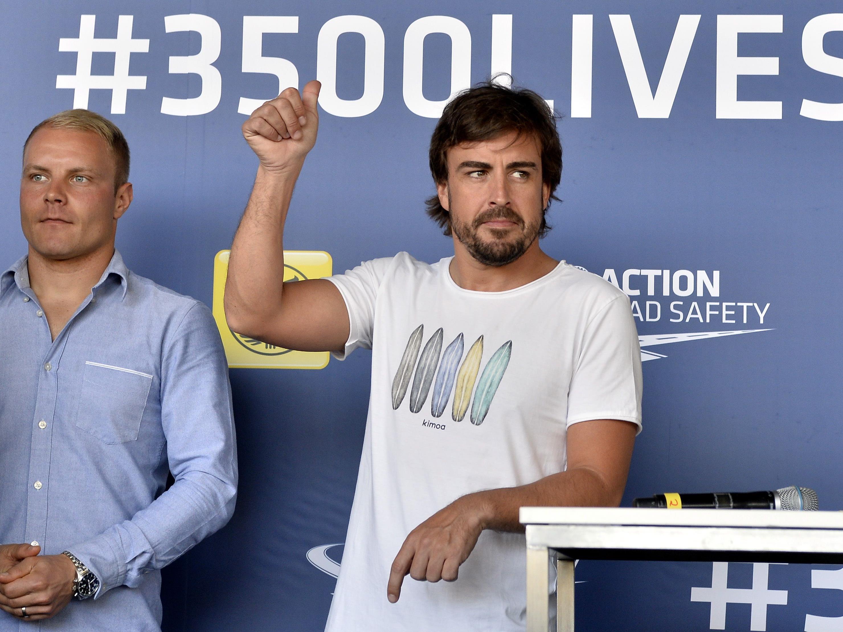 Die Formel-1-Fahrer Valtteri Bottas (l.) und Fernando Alonso in Wien.