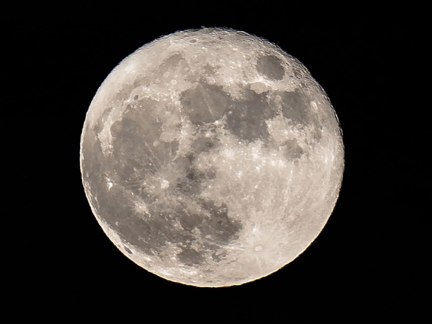 """Analyse von Daten der indischen Mondsonde """"Chandrayaan-1""""."""