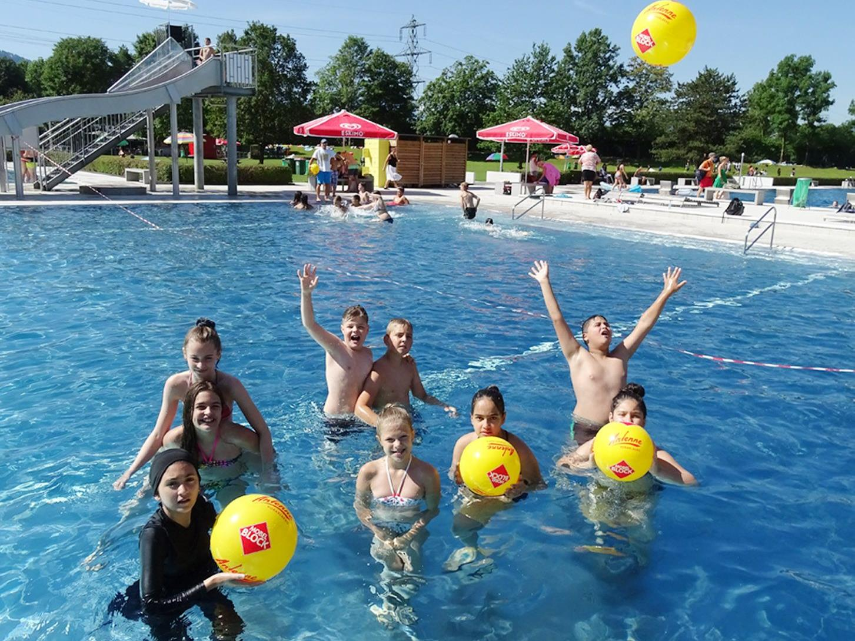 Abkühlung im Familienbecken war beim Bade-, Spiel- und Sporttag besonders gefragt.