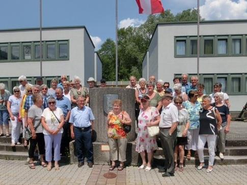 Gruppenfoto vor der Walgaukaserne