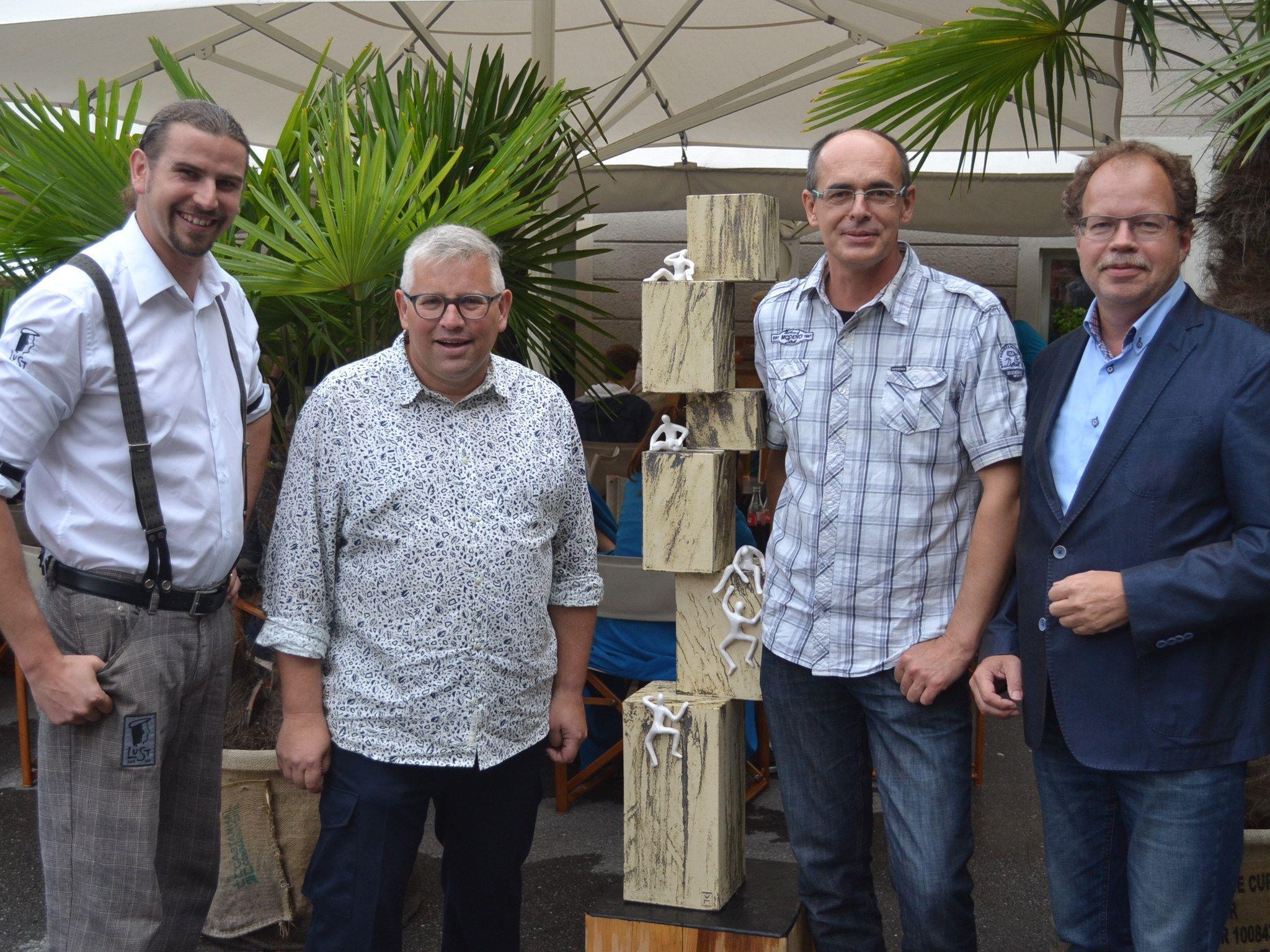 Matthias Buttazoni (LuSt Café-Bar), Kurator Erwin Buttazoni, Michael Hummer und Bgm. Florian Kasseroler.