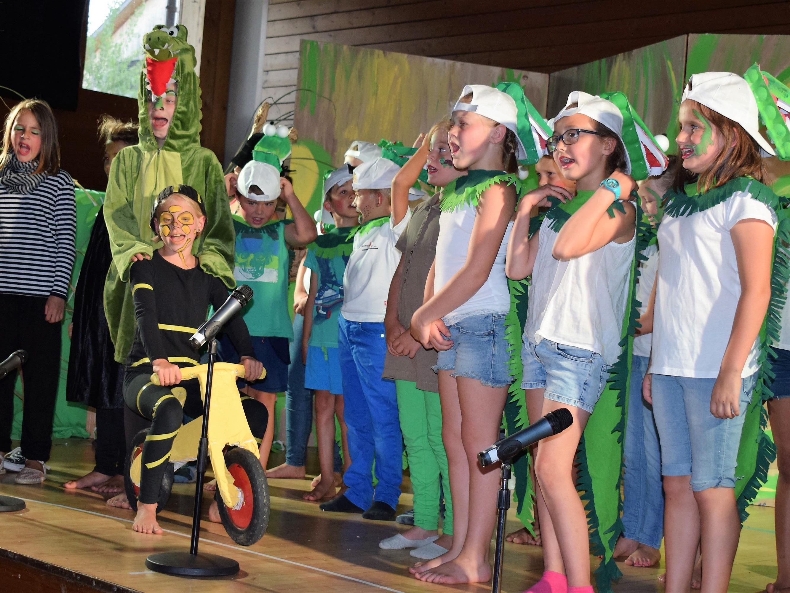 Die kleinen Künstler sangen sich in die Herzen der Zuschauer.