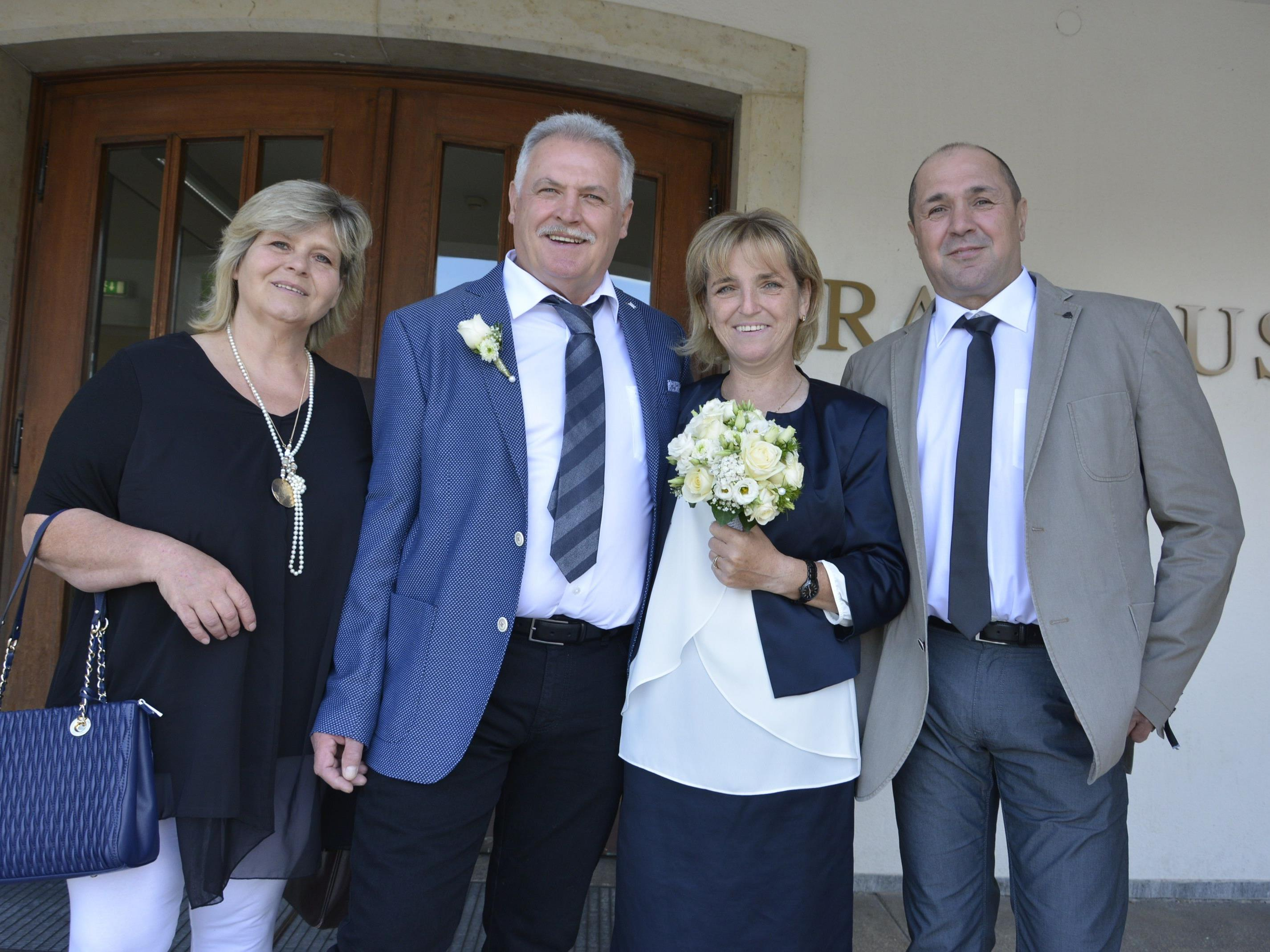 Das Brautpaar, frisch vermählt, nach der standesamtlichen Trauung in Dornbirn.